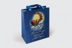 Хартиена торбичка с дръжки от фин плат, пълноцветен печат и ламинат мат.